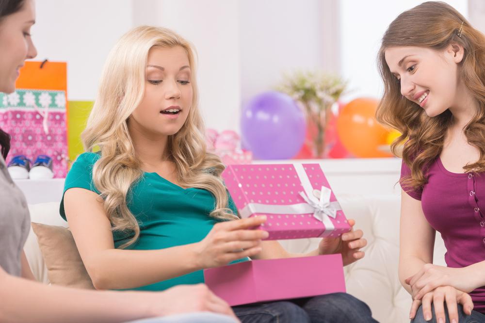 友人への出産祝いとして喜ばれるプレゼントは?