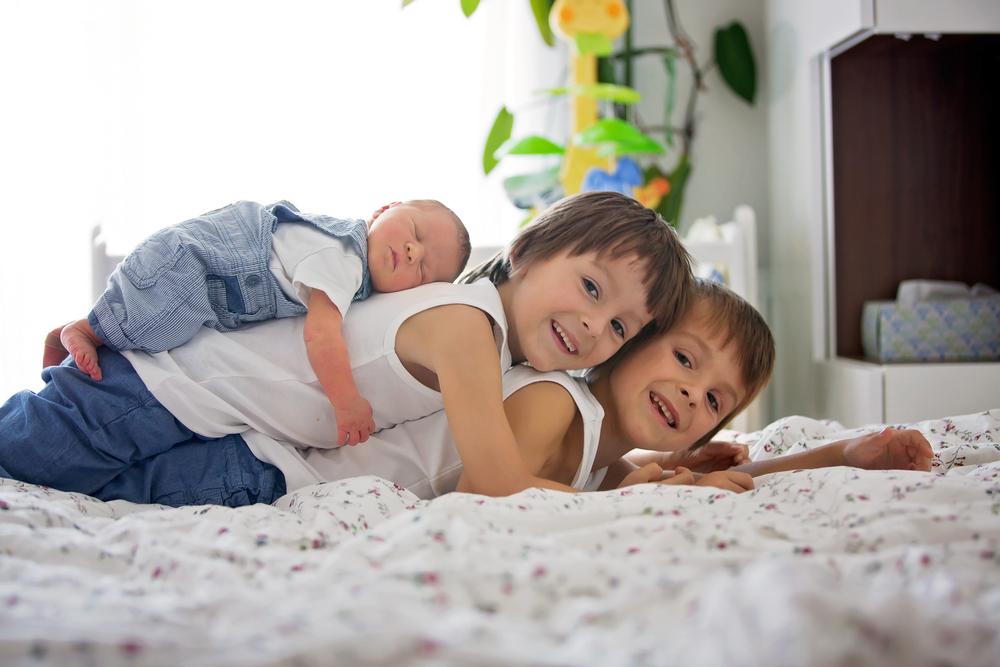 出産祝いを贈ろう!男の子三人目の出産祝いを贈る際のポイント